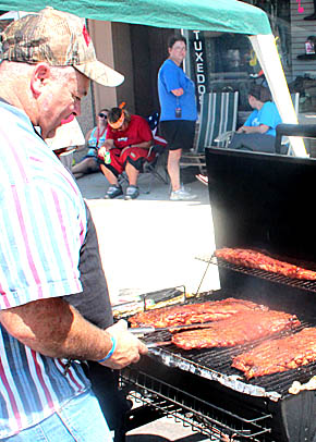 Rhythm & Ribs contestant prepares for the big meal.
