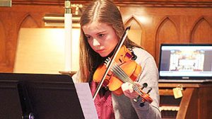 Julia Nore performs on the violin.